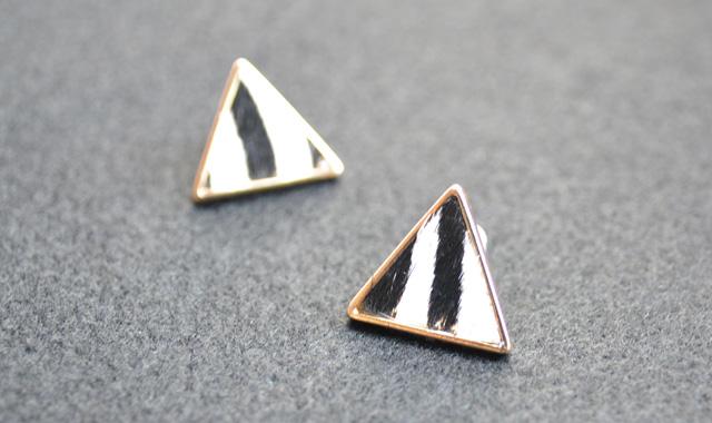 三角ピアスWH_W640