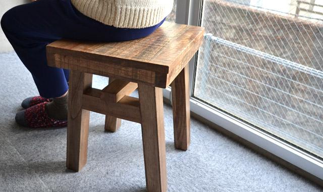 wood_stool_W640