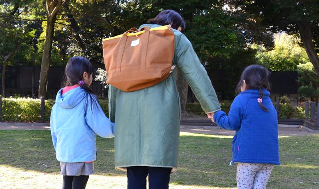 子供と手_W640